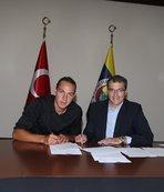 Yeni transfer 4 yıllık sözleşme imzaladı