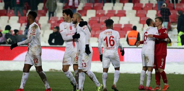 MAÇ SONUCU Sivasspor 1-1 Antalyaspor