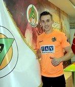 Beşiktaş Sural'ın ismini bir maçlığına tribüne verdi
