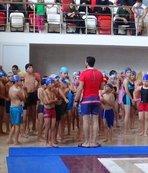 Yüzücüler elde ettikleri birincilikleri Mehmetçiğe armağan etti