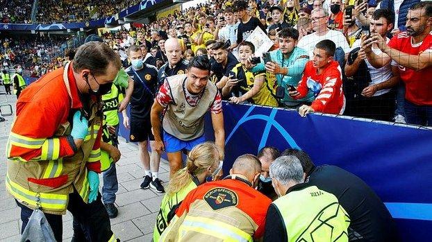 Son dakika spor haberi: Cristiano Ronaldo'dan alkışlanacak hareket! Güvenlik görevlisinin yardımına koştu
