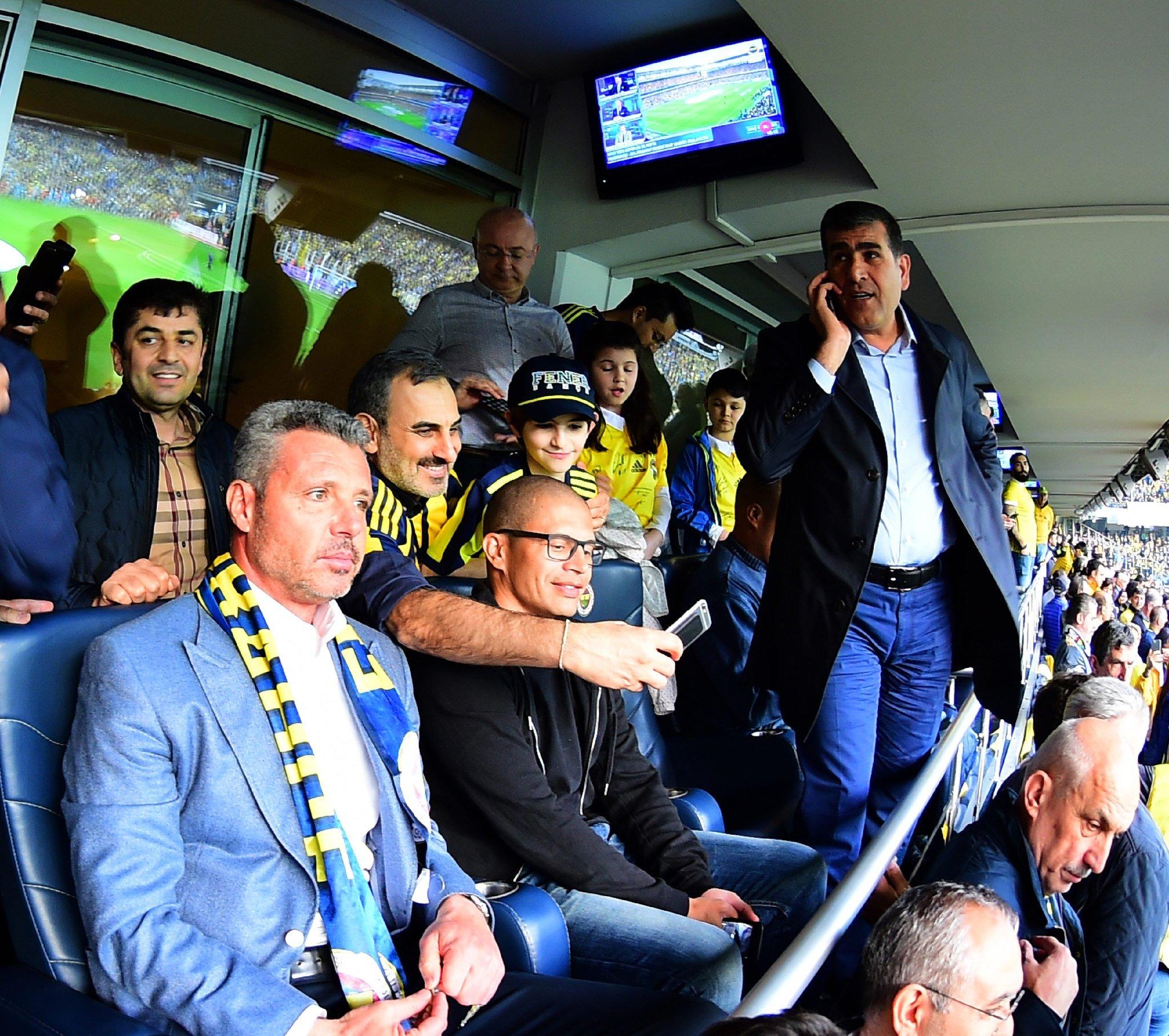 Alex Galatasaray maçını bu kez tribünden izliyor
