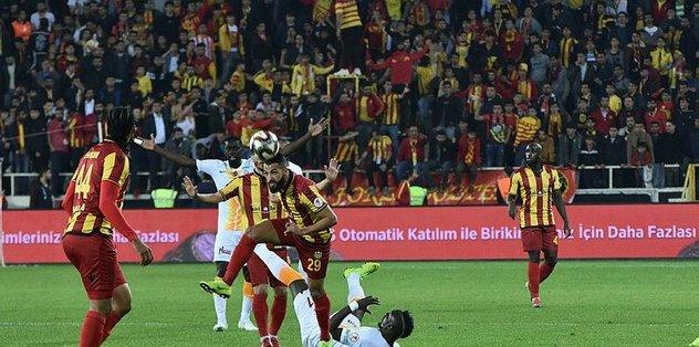 İşte VAR'la gelen penaltı ve gol! | İZLEYİN