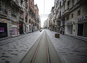 """""""Evde kal"""" çağrısının ardından sokaklar boş kaldı"""