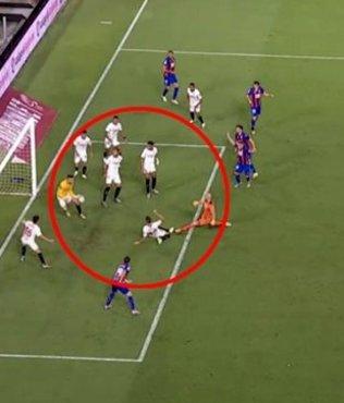 Ocampos önce golünü attı daha sonra kaleye geçip maçı kurtardı!