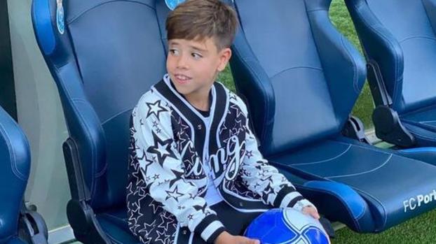 Babasının izinden gidecek! Ricardo Quaresma'nın oğlu Porto'ya imza attı #