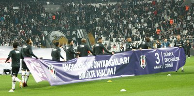Beşiktaş'tan engellilere pankartlı destek