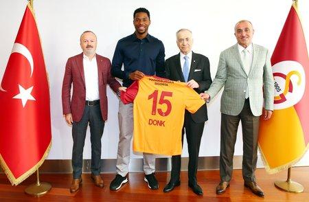 galatasaray ryan donkun sozlesmesini 1 yil daha uzatti 1597422912683 - Galatasaray Ryan Donk'un sözleşmesini 1 yıl daha uzattı