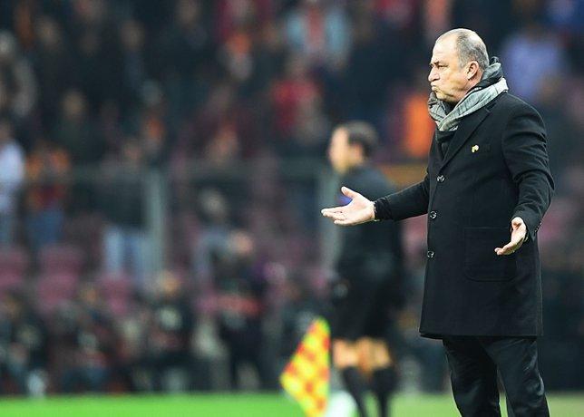 Fatih Terim akşam istifa etti sabah geri döndü