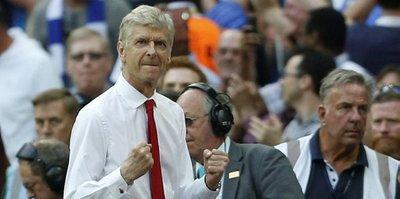 Arsenal, Wenger'den vazgeçmedi