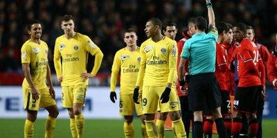 Kariyerinde ilk kez kırmızı kart gören Mbappe'ye ağır ceza