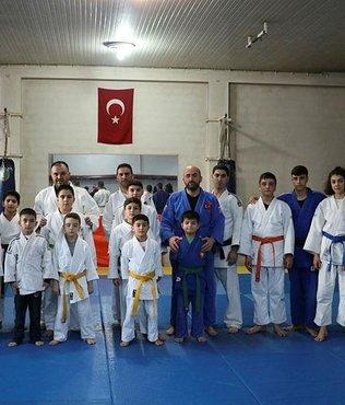 Gençler Judo Şampiyonası devam ediyor