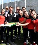 Kadın futbolculardan Sivasspor'a ziyaret