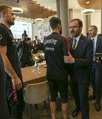 Bakan Kasapoğlu ve Binali Yıldırım'dan milli takıma ziyaret ve başarı dileği