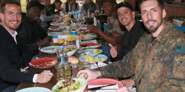 Trabzonsporlu futbolcular yemekte bir araya geldi