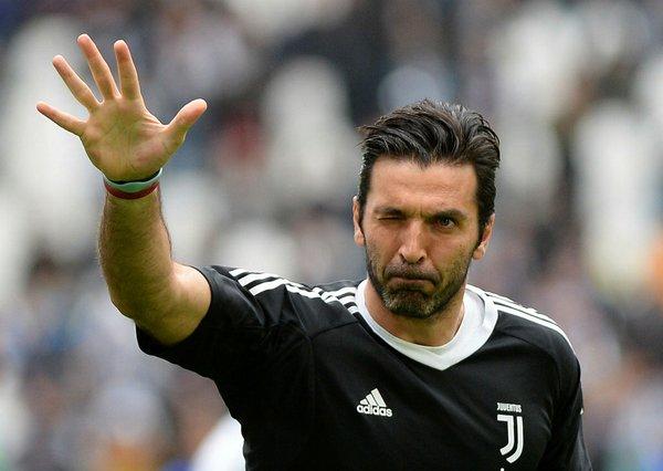 Buffon'a sürpriz teklif