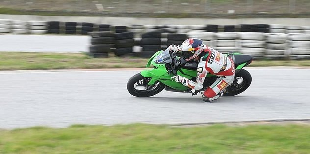 Turkish motorcycle racer supports Syrian refugees