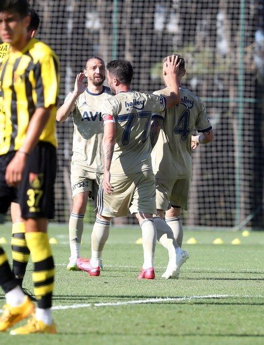 geldigi gibi pazubandi takti iste fenerbahcenin yeni kaptani 1597513095604 - Geldiği gibi pazubandını taktı! İşte Fenerbahçe'nin yeni kaptanı