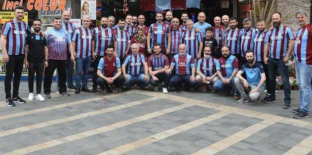 Trabzon esnafı şampiyonluk havasına girdi bile! Zafer Çarşısı'nda... - Kruse -
