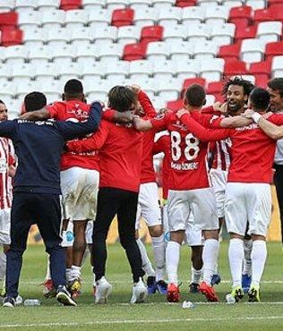 Antalyaspor Paşa'yı 10 kişi yendi