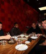 Ahmet Kavalcı'dan futbol takımına yemek