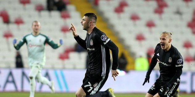 Beşiktaş'ta Burak Yılmaz müthiş bir gol attı sosyal medya yıkıldı!