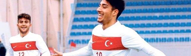 Dört büyüklerin gözdesi Türk yıldız! Berkay Özcan kimdir?