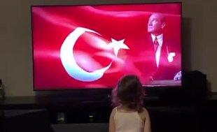 Fenerbahçeli Sadık Çiftpınar'ın kızı İstiklal Marşı'nı öğreniyor!