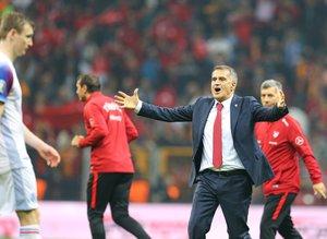 """""""Yeterli oyuncu yok"""" diyen Lucescu'ya en büyük dersi Şenol Güneş verdi"""