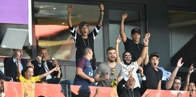 Neymar gollere tribünde sevindi
