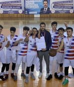 Genç basketbolcular namağlup şampiyon oldu