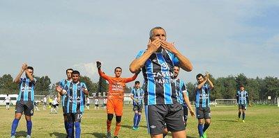 69 yaşındaki futbolcu yeni takımıyla ilk maçına çıktı