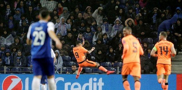 Liverpool, Porto'yu dağıttı