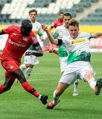 Bayer Leverkusen deplasmanda güldü!
