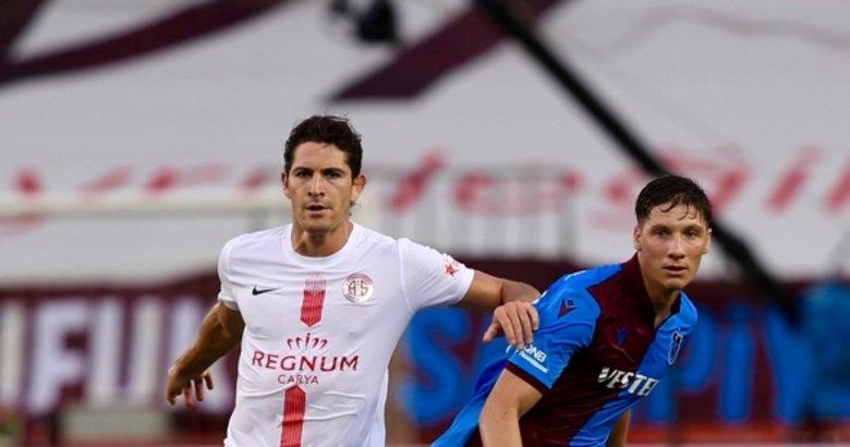 Trabzonspor-Antalyaspor maçından dikkat çeken kareler...