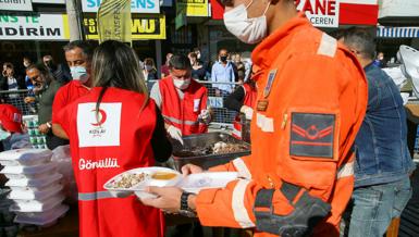 Türk Kızılay İzmir'de depremzedelerin yaralarını sarmaya devam ediyor!   Son dakika haberleri