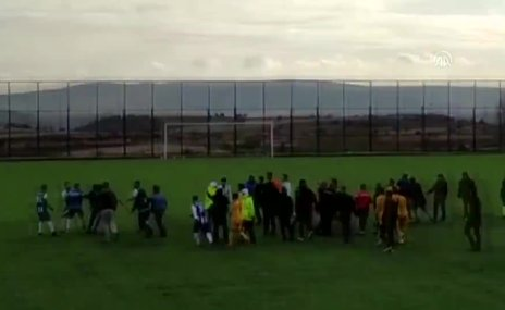 Amatör futbol maçında kavga! Polis havaya ateş açtı