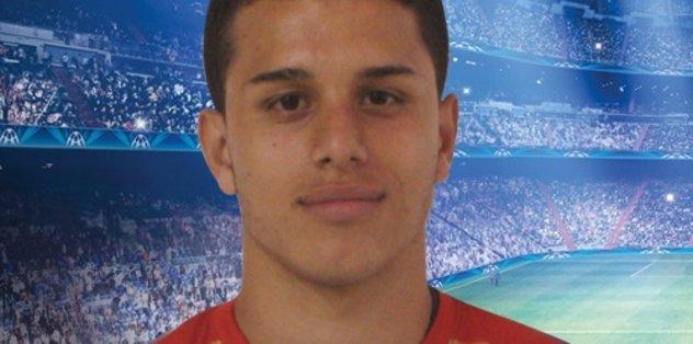 Genç futbolcudan İstanbul paylaşımı