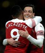 Mesut Özil şov yaptı Arsenal kazandı!