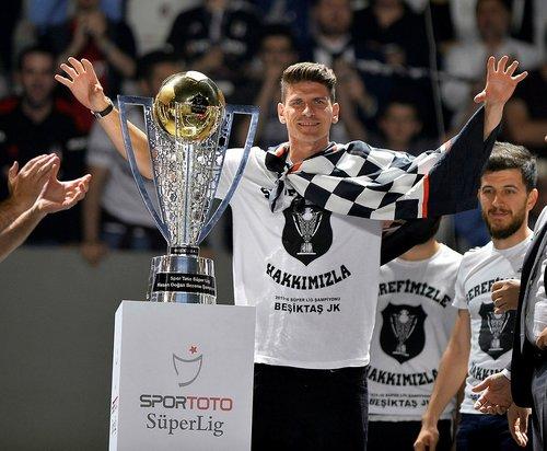 besiktasin eski yildizi mario gomez futbola veda ediyor 1592839741113 - Beşiktaş'ın eski yıldızı Mario Gomez futbola veda ediyor!