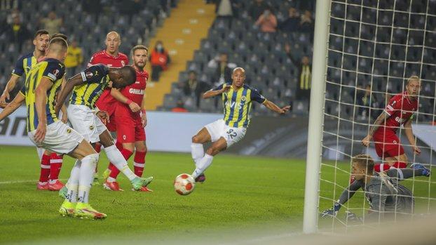 Fenerbahçe - Antwerp maçında Enner Valencia penaltı kaçırdı! İşte o pozisyon