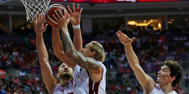 12 Dev Adam, Letonya'ya yenildi