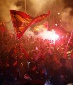 Galatasaray, şampiyon gibi karşılandı