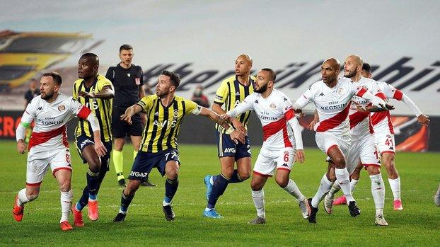 Fenerbahçe-Antalyaspor maçında iptal edilen penaltıda karar doğru mu? Canlı yayında yorumladılar #
