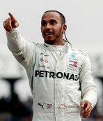 Lewis Hamilton fırsatı kaçırmadı