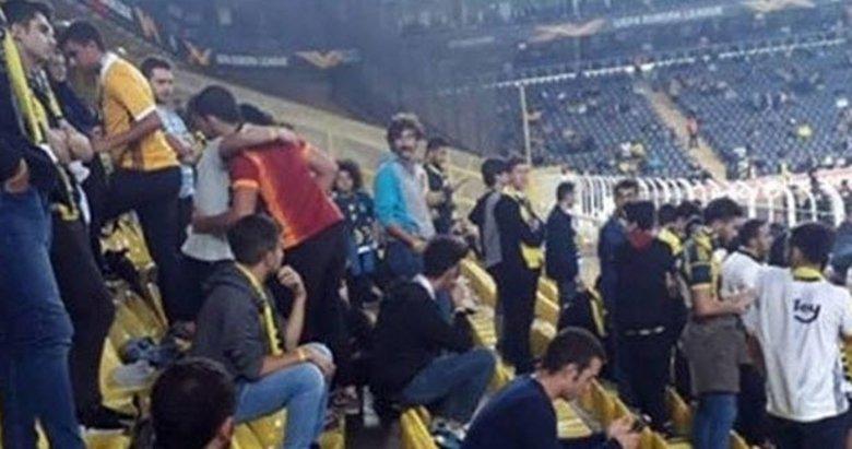 Fenerbahçe maçını Galatasaray formasıyla izledi!