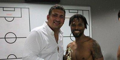 Antalyaspor'da futbolcular ve teknik ekibe ödül!