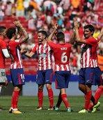 Yeni transfer Diego Costa maçı izledi