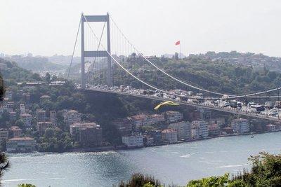 Köprülerde Fenerbahçe bayrakları