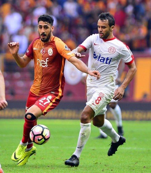 Galatasaraylı taraftarlardan Tolga Ciğerci'ye tepki!